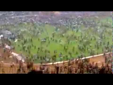 Download Video Merinding!! Detik2 Aremania Menyerbu Tengah Senayan 2010 !!!