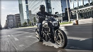 7. Ducati Diavel Carbon_The stance of the Diavel is that of confidence bordering on superiority.