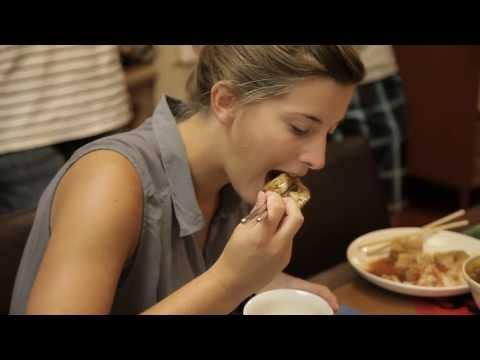 外國人挑戰台灣小吃 - 臭豆腐, 豬血糕, 羊肉串, 鴨血