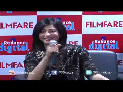 Actress Sruthi Hasan with filmfare magazine readers   Life  Style  16122014  99tv
