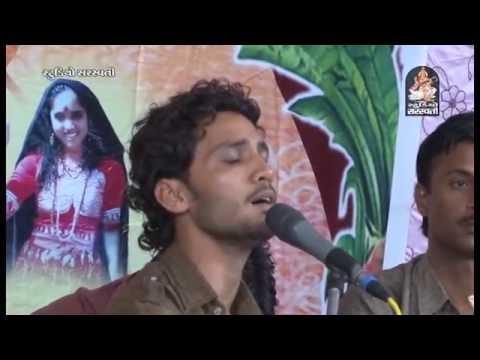 Video Birju Barot Devraj Gadhvi Jugalbandhi 2016 Gujarati Dayro Bhavya Santvani Rampara - 1 download in MP3, 3GP, MP4, WEBM, AVI, FLV January 2017