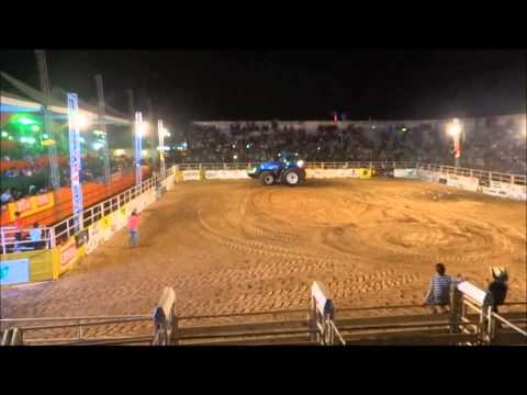 Trator T8.385 na Arena da Expovale 2013 - Agua Boa