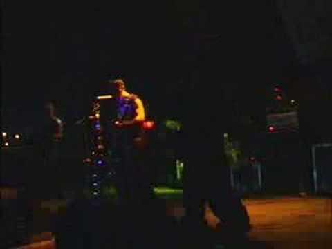 Soul grynder (toxic) - Empty soul (live at festivaliko 2006)