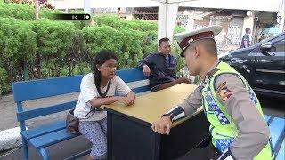 Video Tertipu Cowok di Media Sosial, Wanita Ini Curhat dan Minta Ongkos Pulang ke Bapak Polisi MP3, 3GP, MP4, WEBM, AVI, FLV Oktober 2018