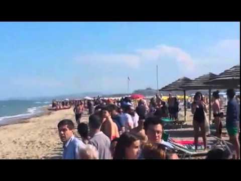 VIDEO incidente prima esibizione Frecce Tricolori Alba Adriatica: l'ammaraggio del pilota sulla costa