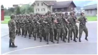 """Żołnierze i ich mistrzowski pokaz w stylu """"We will rock you"""""""