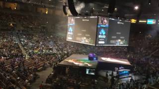 Crowd reacts to Hungrybox resetting the EVO 2016 Bracket