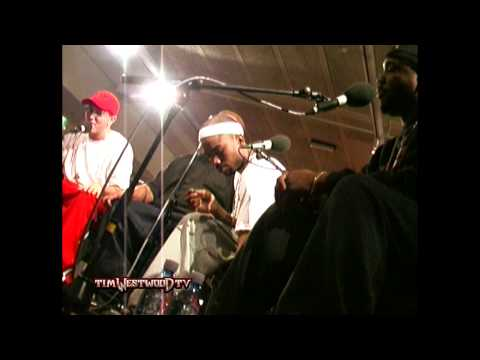 eminem - Legendary full freestyle from D-12 featuring Eminem, Proof, Swifty, Kuniva, Mr. Porter & Bizarre. Live backstage in London 2001. R.I.P. Proof.
