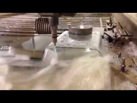 Wasserstrahlschneiden einer Lasagneform aus Glas