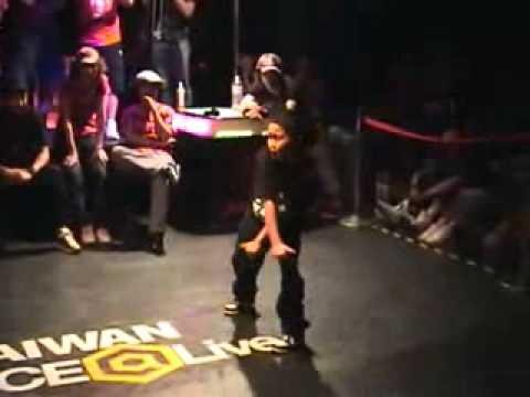 街舞比賽最強的11歲女孩!大叔被比下去了…