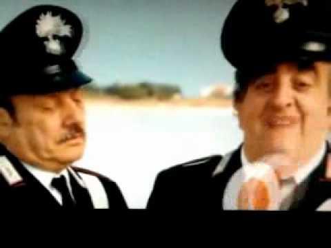 guardate chi fermano questi carabinieri...