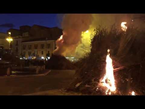 Sulmona, successo per la Festa dei Fuochi in piazza Garibaldi (VIDEO)