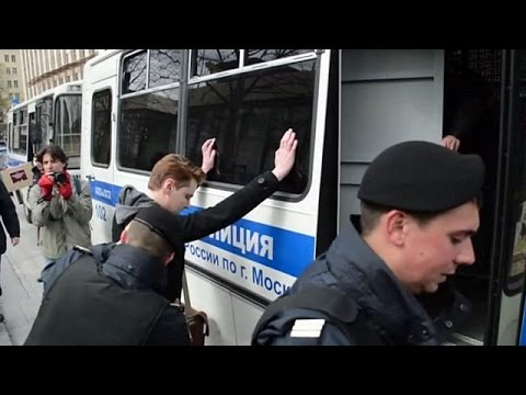 Πέντε συλλήψεις ακτιβιστών που διαδήλωναν για τα δικαιώματα ΛΑΟΤ στη Μόσχα