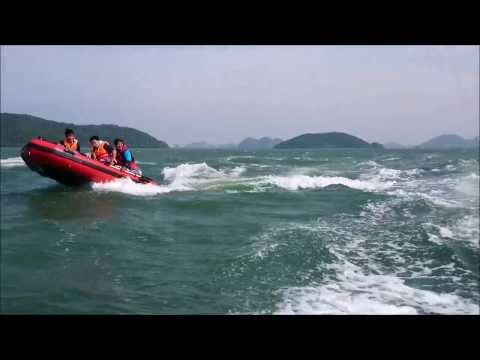 Du ngoạn biển Hà Tiên bằng thuyền bơm hơi