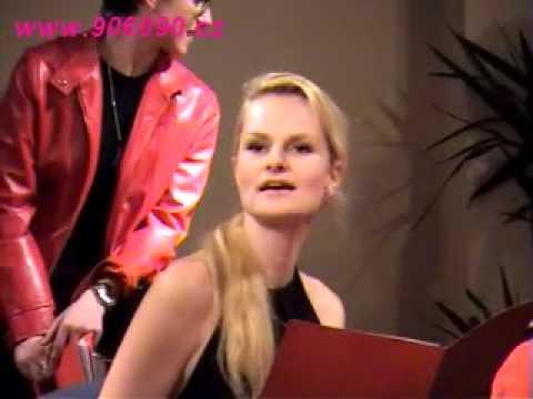 VAGÍNY - V rámci celosvětové akce V-Day proběhlo 9. 3. 2009 v Brně představení hry Vagina monology. Podívejte se, jak se některých monologů zhostila Iva Pazderková.