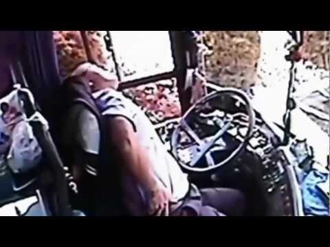 CCTV Pemandu Bas Selamatkan Penumpang Sebelum Mati Kerana Serpihan Besi