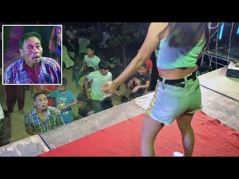 Тайский ценитель женской красоты не смог отвеcти глаз от молодой танцовщицы