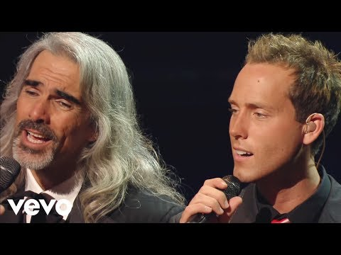 Gaither Vocal Band, Ernie Haase & Signature Sound - Sitting At the Feet of Jesus [Live]