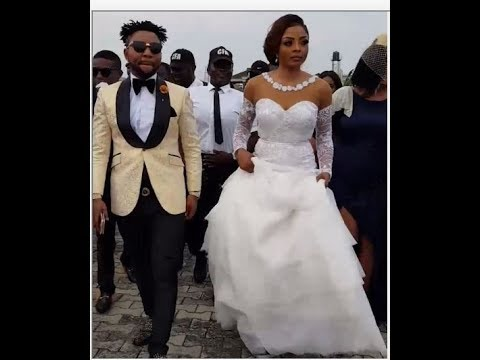 Swag! Oritsefemi and His Wife Enters Wedding Reception Majestically As Seyi Law Ushers Them In