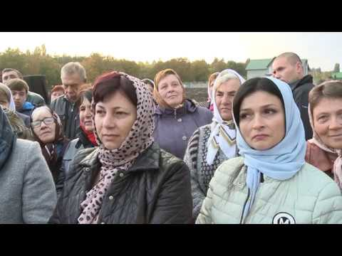 Cuplul prezidențial a vizitat mai multe lăcașuri de cult din raionul Edineț unde sînt expuse moaștele Sf. Pantelimon