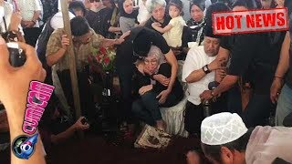Video Hot News! Tangisan Putri Indro di Pemakaman Ibunda Tercinta - Cumicam 10 Oktober 2018 MP3, 3GP, MP4, WEBM, AVI, FLV Oktober 2018