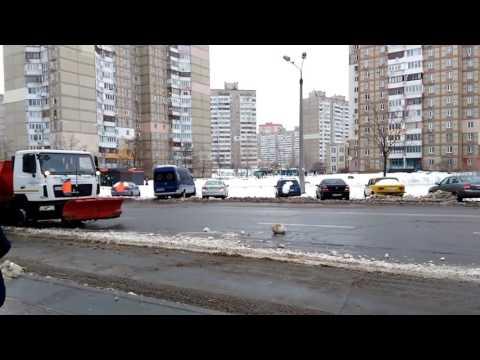 Как не надо убирать снег. Пример столицы Украины