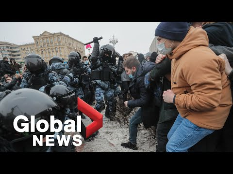 Russian police arrest hundreds of protesters demanding Alexei Navalny's release