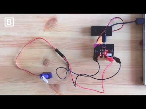 micro:bit - Displaying an LED message and controlling a 360° servo motor