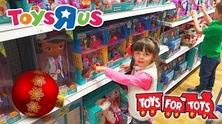 Video Toys R Us CHRISTMAS TOY HUNT | Toys For Tots | Kinder Playtime MP3, 3GP, MP4, WEBM, AVI, FLV Maret 2018