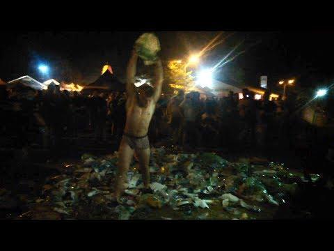 Poland Rock Festiwal-Woodstock 2018(typ tarza się w śmieciach na które wszyscy szczają, a na koniec wrzuca tam przypadkową laskę