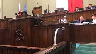 Skandal w Sejmie! M. Kuchciński odmówił posłom prawa zadawania pytań!