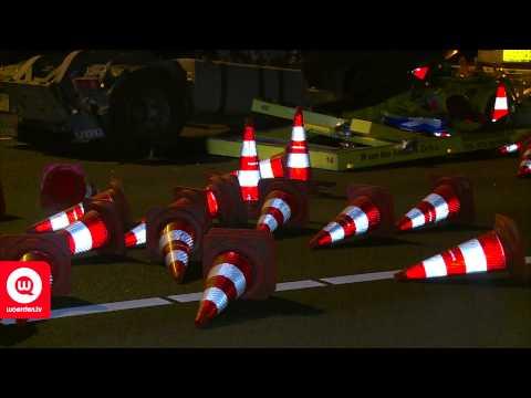 Vrachtwagen klapt op pijlwagen A12 wegwerker verongelukt