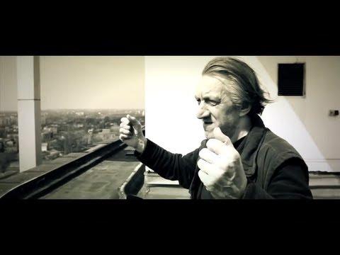 Tekst piosenki Miuosh - Piąta Strona Świata po polsku