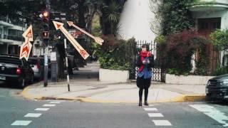 Yo Sé Primeros Auxilios: No uses el celular en la calle