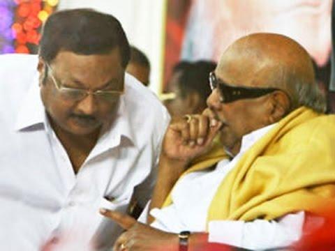 M-K-Alagiri-meets-Karunanidhi-at-his-residence-Meet-not-political-says-Stalin