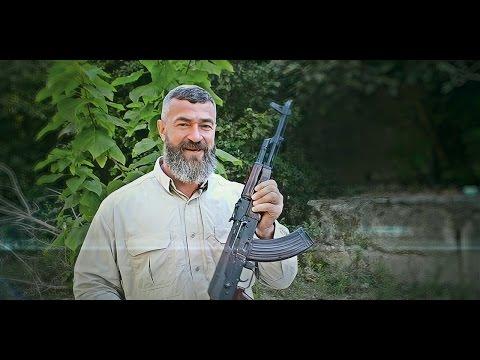 Убойное видео от Бадюка. Рассказывает про преимущества АК-47 над iPhone 7