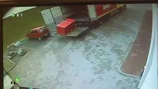 Idiota! Kierowca z Polo Marketu kontra wielka lodówka i połamane nogi!