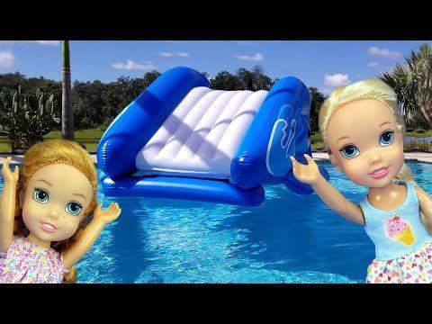 Water Slide ! Elsa and Anna toddlers - pool playdate - Barbie - floaties - swim - water fun - splash (видео)