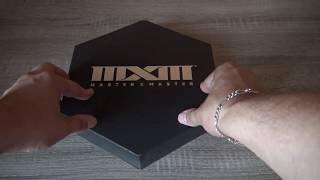 Master X Master: Notre déballage unboxing vidéo du kit presse collector tiré à 250 exemplaires au monde pour les 20 ans de NC Soft! Au menu:- Une plaquette commémorative des 20 ans du développeur- Un booklet hexagonal avec les diverses fonctionnalités du Moba MxM- Une analyse de tous les personnages du jeu- Un CD d'installation- Un code d'accès anticipé sur carte magnétique- Une carte/clef USB classieuse contenant les assets du jeu- Un bic MxMUn bien beau kit presse donc, envoyé par nos mais de Day One MPM, pour un jeu dont vous pourrez retrouver le test complet sur N-Gamz à cette adresse: http://n-gamz.com/video-game-review/master-x-master-notre-test-complet-sur-pc/Filmé en 1080p@50fps avec la caméra Sony FRD AX-33.