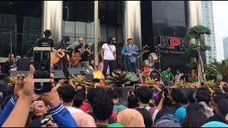 "Mars Slankers"" & Jurus TandurAksi dukungan Jurus Tandur Slank dan Koalisi Masyarakat AntikorupsiSumber: Periscope KPKPeriscope Artis Indonesia 2017:https://www.youtube.com/channel/UCT559GbkXJy16TNGf-jCbBw/videosPeriscope Paling Populer di Indonesiahttps://www.youtube.com/watch?v=S30FnT9A0x8&list=PUT559GbkXJy16TNGf-jCbBw#PeriscopeID #VLOG"