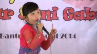 Download Video Ibu Kita Kartini by Maria Christa - Juara 1 lomba nyanyi anak se-DIY di Pasar Seni Gabusan, Bantul MP3 3GP MP4