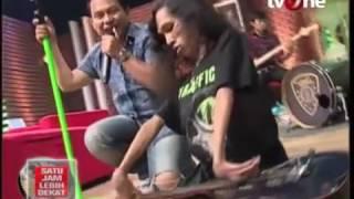 """Video Duet Keren Wali Band & Yana Mulyana, Gitaris Difabel dari Indonesia memainkan lagu """"Yang"""" MP3, 3GP, MP4, WEBM, AVI, FLV Desember 2018"""