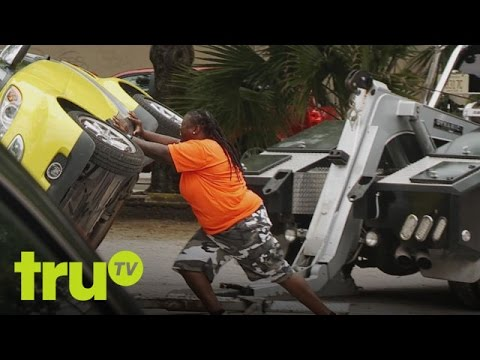 South Beach Tow - Rapping Smart Car Owner Makes Stupid Mistake