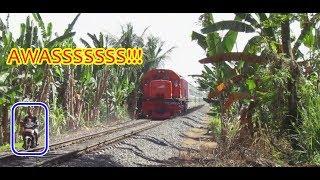Video LIHATLAH! APA YANG TERJADI Saat Kereta Api Sumatera Mau Lewat MP3, 3GP, MP4, WEBM, AVI, FLV Mei 2019