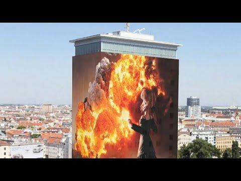 Schockbilder verhüllen den Wiener Ringturm