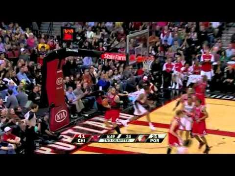LaMarcus Aldridge dunks on Calos Boozer