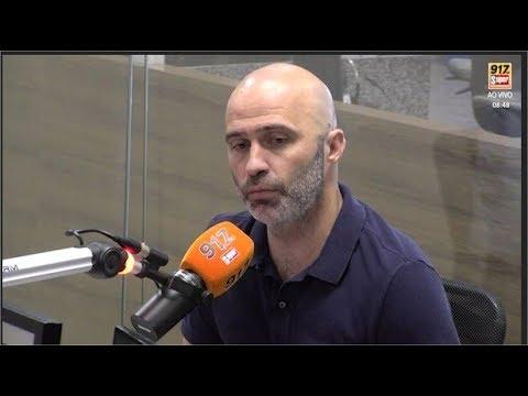 Deputado Gustavo Valadares em entrevista ao Café com Política