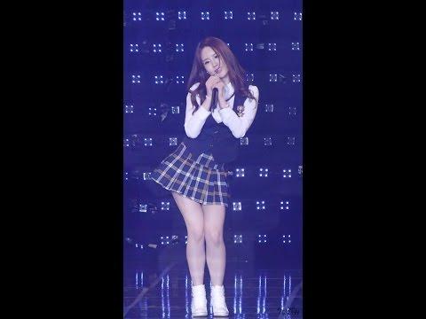 Gái xinh Hàn Quốc - phiên bản váy đồng phục