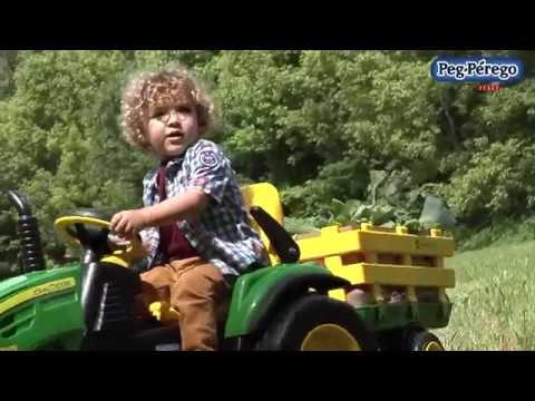PEG Perego Elektro-Traktor John Deere Ground Force mit Anhänger 12 Volt Farbe: grün-gelb-schwarz Video