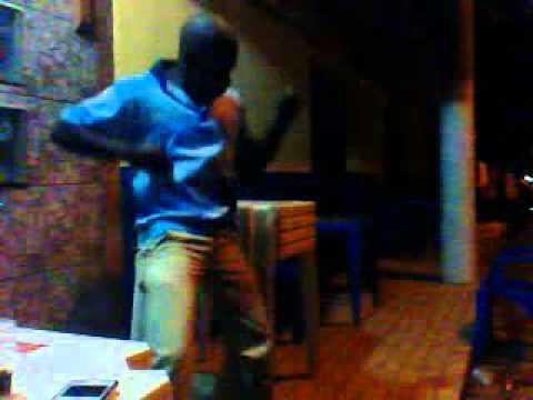 Vermelho dançando em Senador Cortes